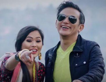 'सैलुङ पोङ्दी' लिएर आए राजु लामा, मोडलिङमा मीनाको साथ[भिडियो]