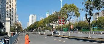 चीनको उहानमा दुइ महिनापछि हिँडडुल सुरु, बजार खुल्यो
