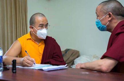 भिक्षु लामा फुरिको पाइला पछ्याउँदै डा. आङगेलु बने बौद्ध भिक्षु