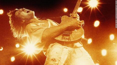 गिटारिस्ट एडी भ्यानको मृत्यु