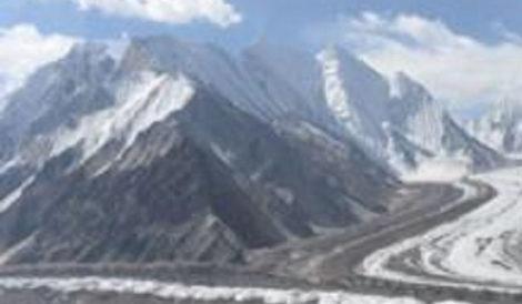 पाकिस्तान र अफगानिस्तानमा व्यापक हिमवर्षा, कम्तीमा १३० को मृत्यु