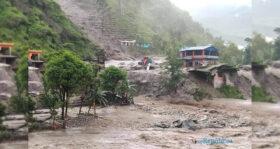नेपालमा बाढी पहिरोमा परेर २३ को मृत्यु, ३४ सम्पर्कविहीन